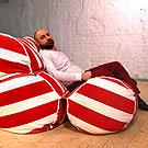Бескаркасный диван из трех колбас